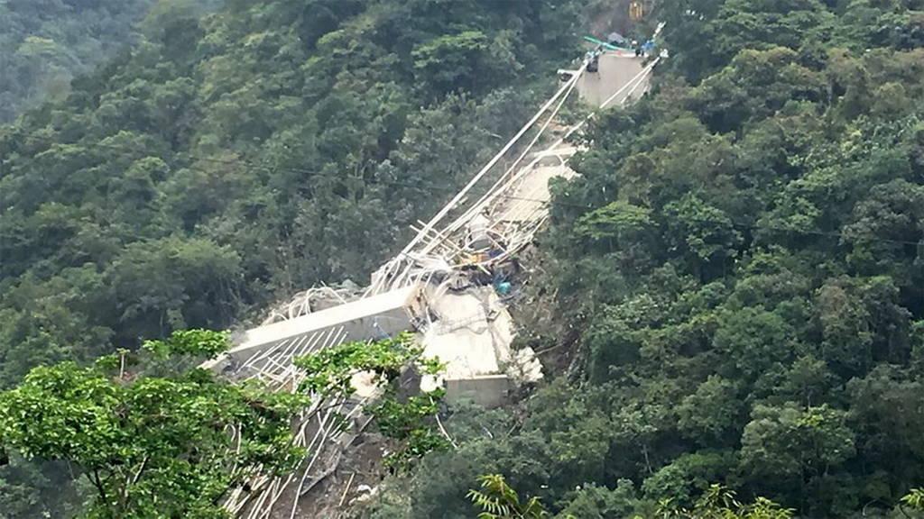 Κατέρρευσε υπό κατασκευή γέφυρα στην Κολομβία - Δέκα εργάτες νεκροί (pics)