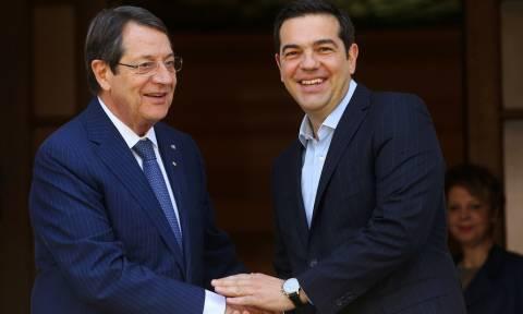 Στην Κύπρο ο Τσίπρας για την Τριμερή Σύνοδο Κορυφής – Συνάντηση με Αναστασιάδη