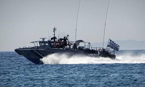 Ψαρά: Αποκολλήθηκε το δεξαμενόπλοιο που είχε προσαράξει στο λιμάνι