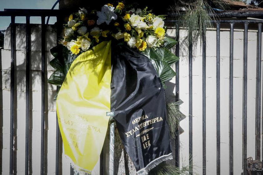 Αυτή την ώρα το τελευταίο «αντίο» στον Τζίμη Πανούση (pics)