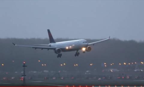 Σφοδροί άνεμοι σαρώνουν την Ολλανδία: Ακυρώθηκαν όλες οι πτήσεις στο Άμστερνταμ - Δείτε βίντεο