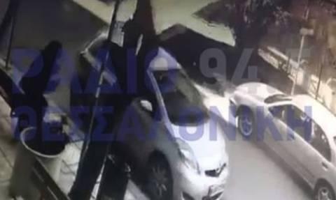 Βίντεο σοκ: Στέγη νηπιαγωγείου ξηλώνεται από τον ισχυρό άνεμο στη Θεσσαλονίκη