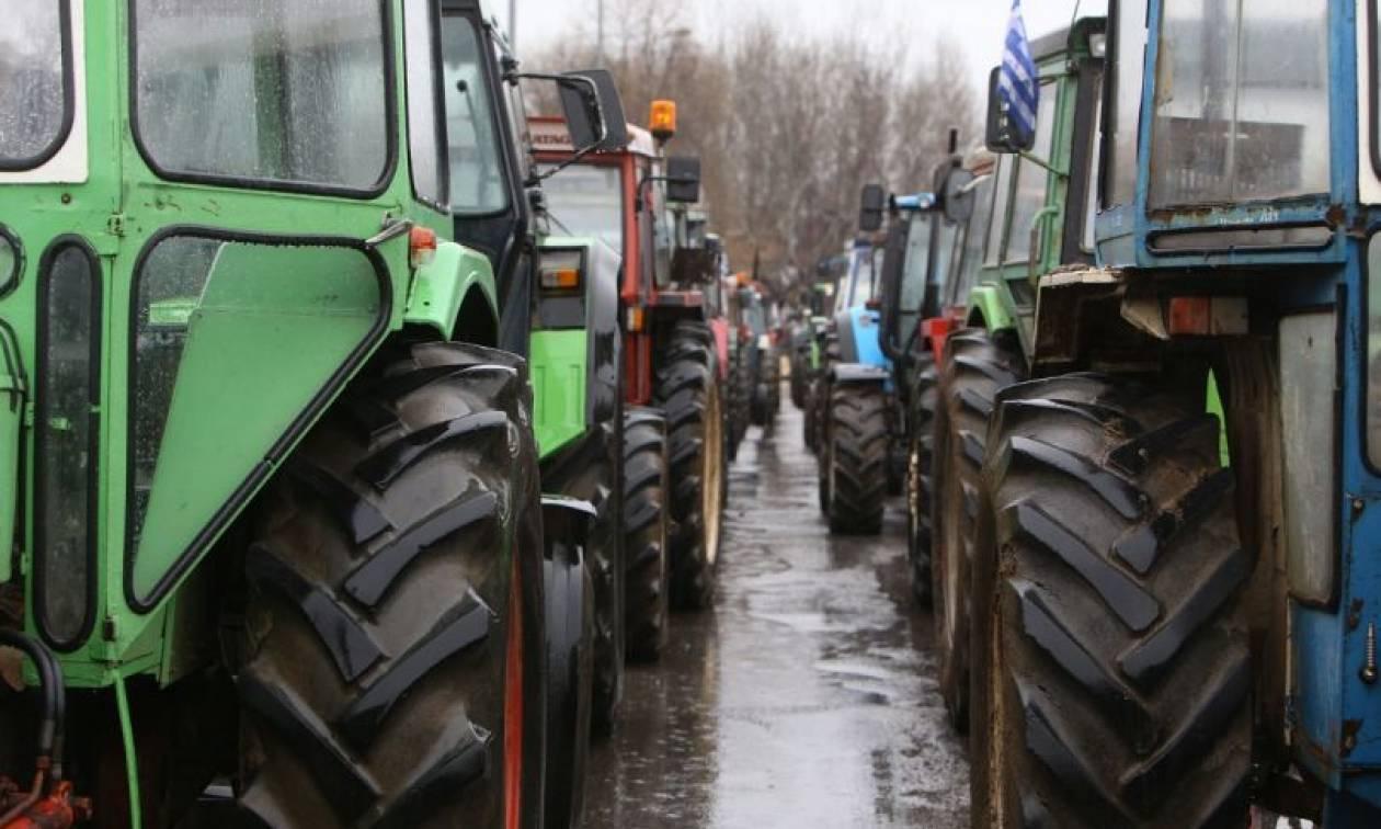 Ζεσταίνουν τα… τρακτέρ τους και στήνουν μπλόκα οι αγρότες της Κρήτης