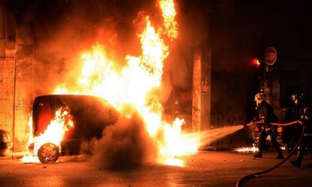 Άγνωστοι έκαψαν τρία οχήματα στο Ψυχικό