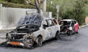 Αναστάτωση στη Φιλοθέη: Άγνωστοι έκαψαν τρία οχήματα κοντά σε πρεσβεία (pics)