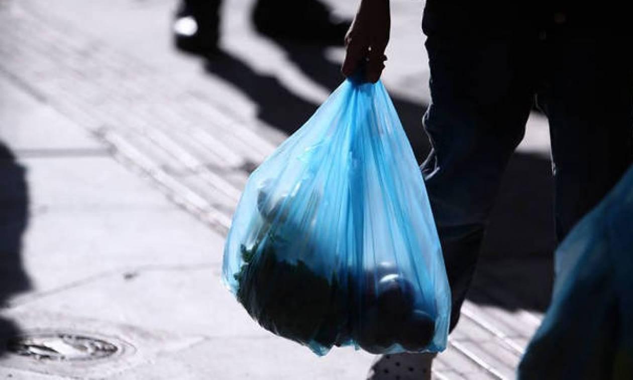 Χανιά: Απίστευτο «κόλπο» επιχειρηματία σε πελάτη με τη χρέωση της πλαστικής σακούλας (pic)