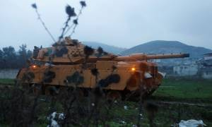 Οι Τούρκοι εισέβαλλαν με άρματα μάχης στη Συρία (Vid)