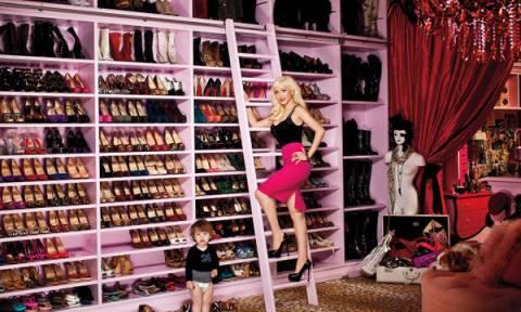 Θα μείνετε με το στόμα ανοιχτό μόλις δείτε τις ντουλάπες διάσημων κυριών! (pics)