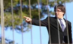 Η Ισπανία απειλεί τον Πουτζδεμόν με σύλληψη αν επιστρέψει στην Καταλονία