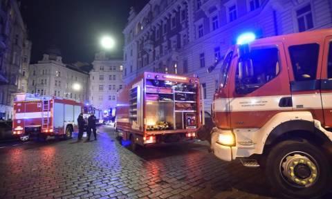 Τραγωδία στην Πράγα: Δύο νεκροί και αρκετοί τραυματίες από φωτιά σε ξενοδοχείο
