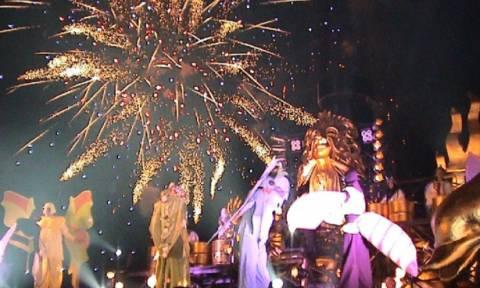 Πάτρα: Τραγούδια και πυροτεχνήματα στην έναρξη του Καρναβαλιού (pics)