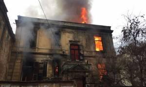 Συλλαλητήριο Θεσσαλονίκη: Μεγάλη πυρκαγιά σε κατάληψη (vids+pics)