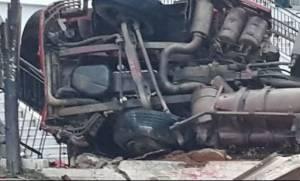 Απίστευτο τροχαίο στη Χαλκίδα: Νταλίκα κατέληξε σε εκκλησία - Σοκαριστικές φωτογραφίες