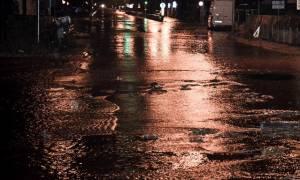 Καιρός: Η κακοκαιρία «χτυπά» τη Μυτιλήνη - Αυτοκίνητο παρασύρθηκε από τα ορμητικά νερά