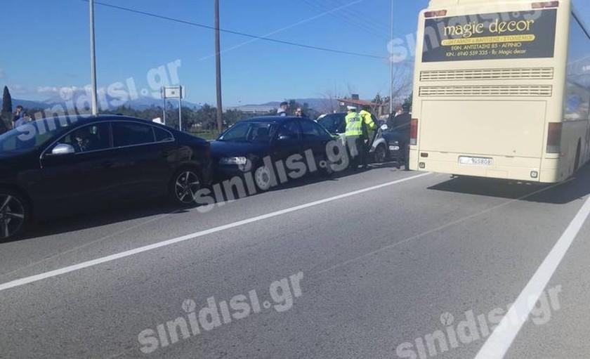 Αγρίνιο: Καραμπόλα έξι αυτοκινήτων στην Εθνική Οδό – Δείτε τις πρώτες φωτογραφίες