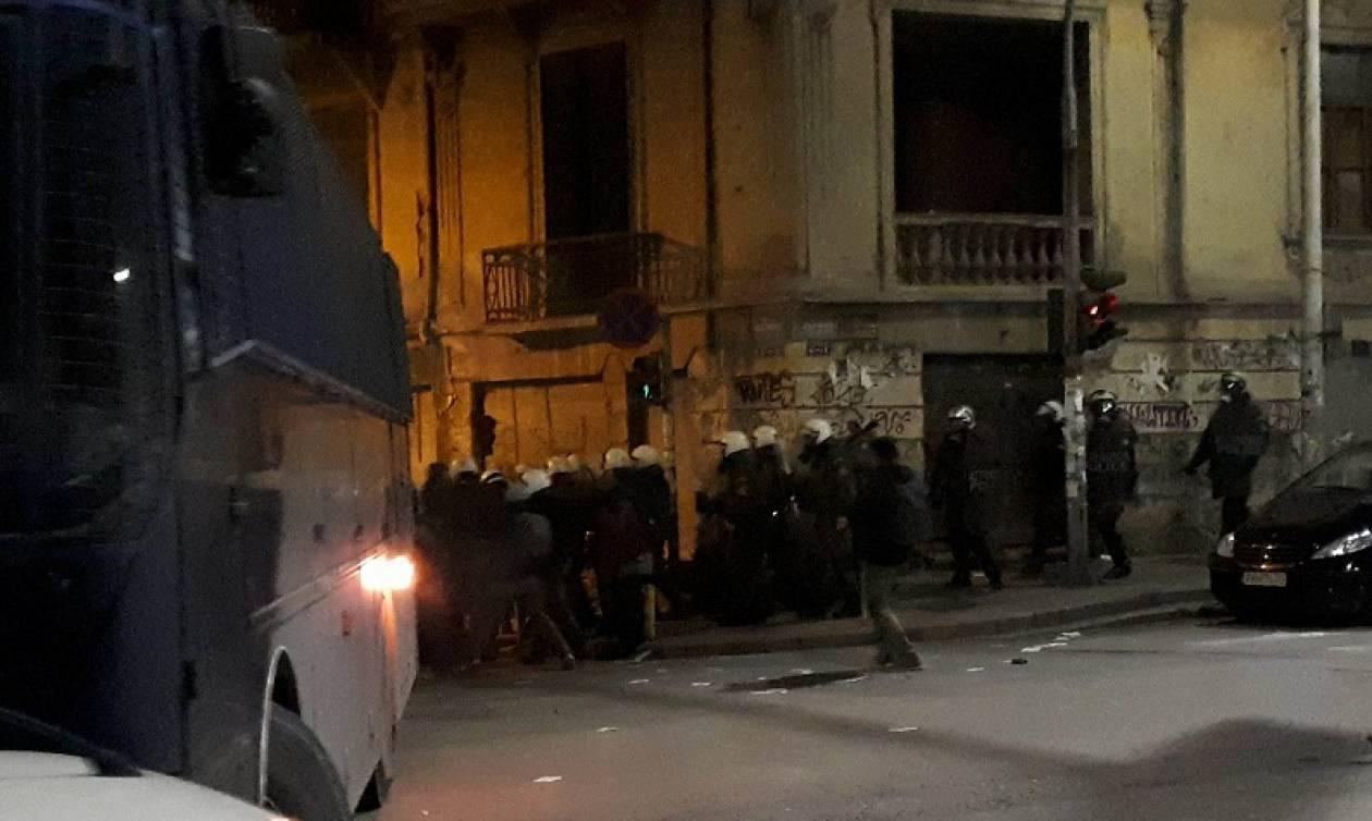 Επεισόδια στη Θεσσαλονίκη: Συμπλοκές αντιεξουσιαστών με ΜΑΤ