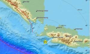 Ισχυρός σεισμός 6,4 Ρίχτερ συγκλόνισε την Ινδονησία