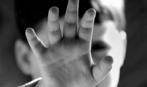 Νέα του Βόλου: Ανοίγει ο φάκελος της υπόθεσης – Έδεναν 10χρονο σε τουαλέτες και τον βίαζαν