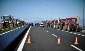 Μπλόκα αγροτών: Στους δρόμους τα τρακτέρ - Ποιοι κόμβοι κλείνουν (vid)