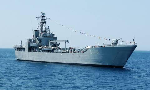 Συναγερμός στο ΓΕΝ: Αρματαγωγό συγκρούστηκε με άλλα πλοία στο ναύσταθμο της Σαλαμίνας