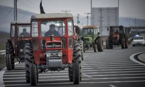 Τρίκαλα: Μπλόκο αγροτών στον κόμβο Μεγαλοχωρίου (pics)