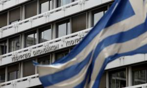 Πρωτογενές πλεόνασμα 1,94 δισ. ευρώ το 2017 με ψαλίδι σε ΠΔΕ και δαπάνες