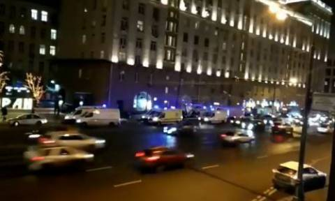 Μόσχα: Όχημα παρέσυρε πεζούς σε στάση λεωφορείου - Ένας νεκρός (vid)