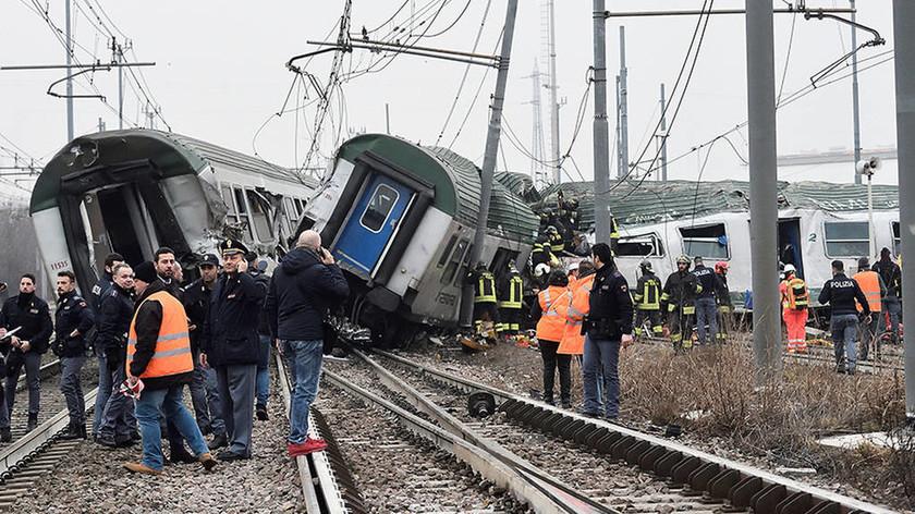 ΕΚΤΑΚΤΟ: Τραγωδία στην Ιταλία: Εκτροχιάστηκε τρένο στο Μιλάνο - Δύο νεκροί και δεκάδες τραυματίες