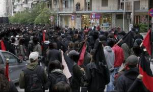 Κρήτη: Συμπλοκή αντιεξουσιαστών με χρυσαυγίτες στο Ηράκλειο - Στο νοσοκομείο περιφερειακός σύμβουλος