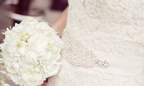 Αν ετοιμάζεστε για νύφη, δείτε ποιο νυφικό δεν πρέπει να φορέσετε (video)