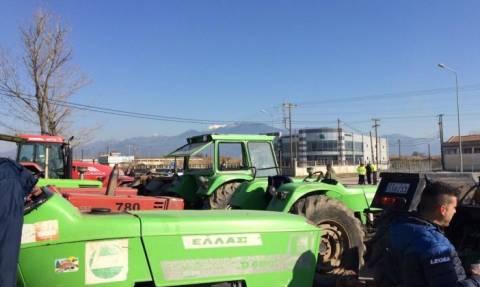 Αγρότες: Παραταγμένα τρακτέρ στις Ε.Ο. Πατρών - Πύργου και Αντιρρίου - Ιωαννίνων (pics)