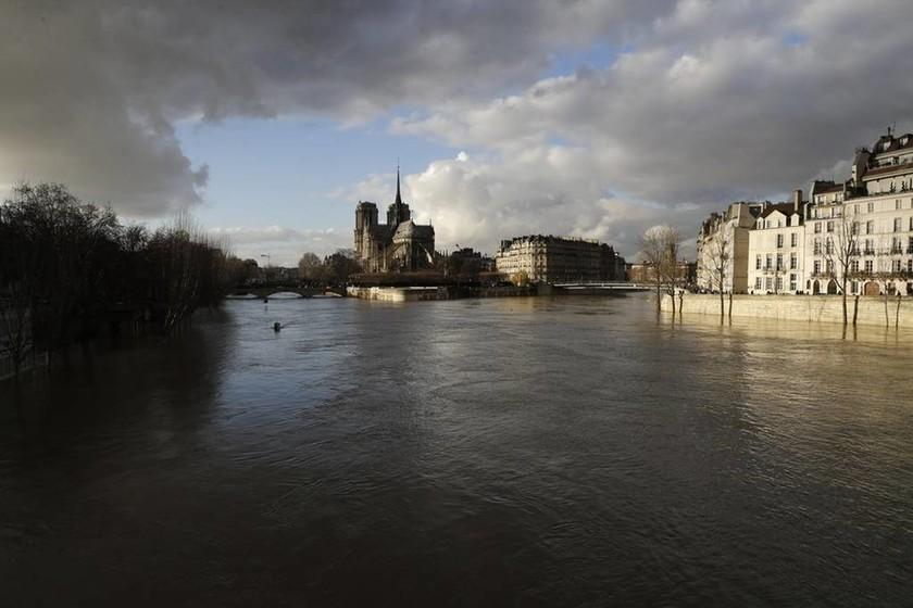 Παρίσι: Σε επιφυλακή για τον κίνδυνο πλημμύρας - Ανέβηκε κι άλλο η στάθμη του Σηκουάνα