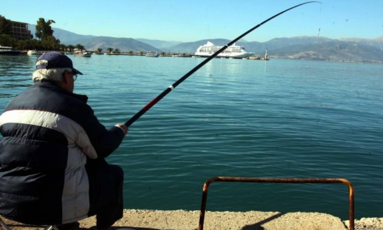 Σας αφορά: Επανέρχονται οι ερασιτεχνικές άδειες αλιείας