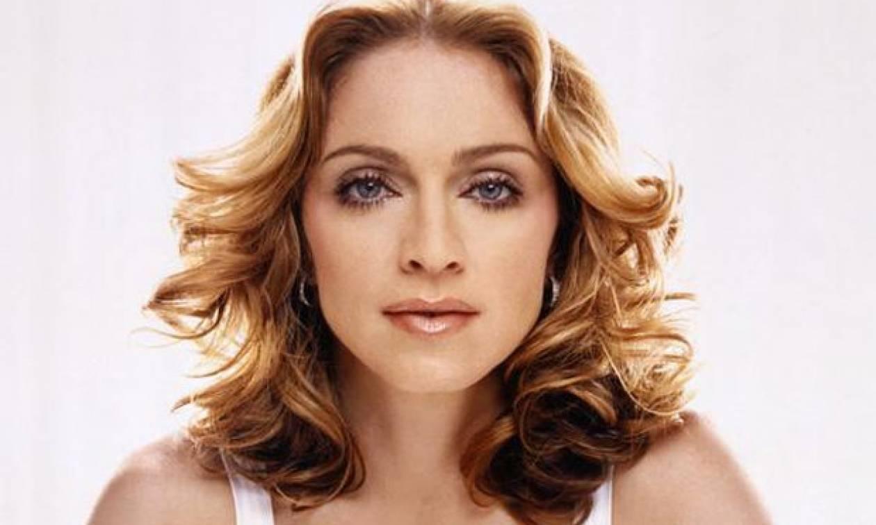 H Madonna ποζάρει topless στο Instagram και η φωτογραφία της έχει γίνει viral