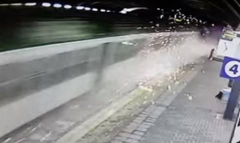 Ιταλία: Βίντεο ντοκουμέντο από τον εκτροχιασμό του τρένου στο Μιλάνο