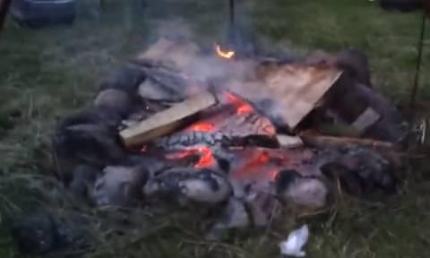 Θέλησαν να ανάψουν φωτιά σε κάμπινγκ – Όταν δείτε τον τρόπο θα πάθετε πλάκα! (vid)