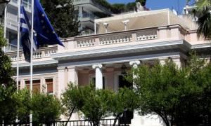 Μαξίμου προς Μητσοτάκη: Συμφωνείς με την πρόταση που είχε κάνει ο πατέρας σου το 1994 για τα Σκόπια;