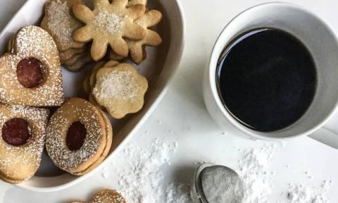 Μπισκότα βουτύρου (με μαρμελάδα) για να θυμηθείς τα παιδικά σου χρόνια