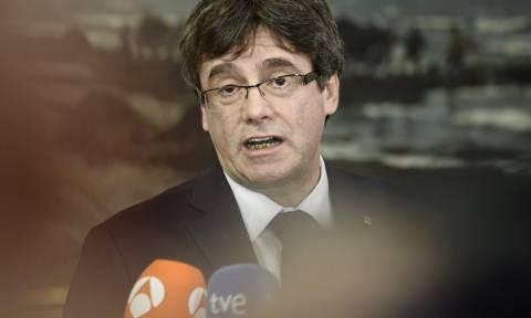 Πουτζντεμόν: Ζητά τη βοήθεια του προέδρου του καταλανικού κοινοβουλίου για να επιστρέψει