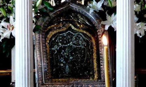 Σαν σήμερα το 1823 βρέθηκε η θαυματουργή εικόνα της Παναγίας της Τήνου