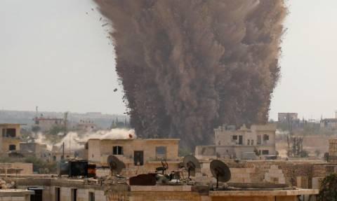 Συρία: 33 άμαχοι νεκροί από αεροπορικές επιδρομές στην Ιντλίμπ
