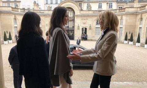 Η Αντζελίνα Τζολί έγινε δεκτή από την πρώτη κυρία της Γαλλίας, Μπριζίτ Μακρόν (pics)