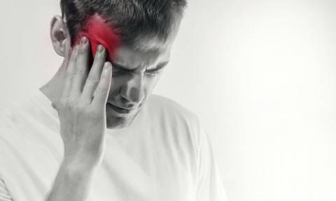 Πονοκέφαλος: Τα 2 σημάδια που δείχνουν ότι είναι πραγματικά επικίνδυνος