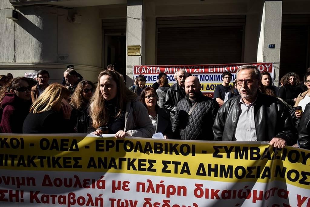 Απεργία στα δημόσια νοσοκομεία: Στο υπουργείο Υγείας οι νοσοκομειακοί γιατροί (pics)