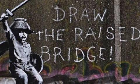 Τοιχογραφία του Banksy μετά από διπλό βανδαλισμό, συντηρήθηκε από έναν... καθαριστή τζαμιών!