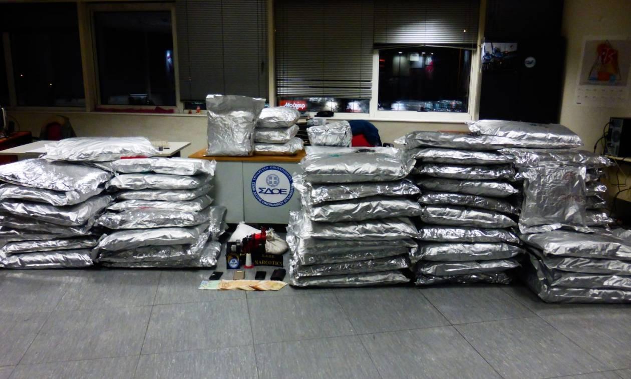 Νέα Πέραμος: Έκρυβαν ναρκωτικά μέσα σε σακιά με ρύζι και τα διακινούσαν σε όλη την Ευρώπη