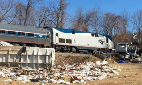 ΗΠΑ: Τρένο που μετέφερε ρεπουμπλικανούς γερουσιαστές συγκρούστηκε με απορριμματοφόρο - Ένας νεκρός