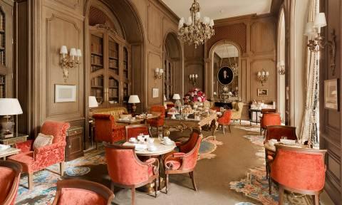 Γαλλία: Το ξενοδοχείο Ritz βγάζει στο «σφυρί» 3.500 παλιά έπιπλα