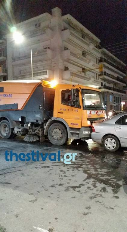 Θεσσαλονίκη: Καραμπόλα με όχημα του Δήμου στην Τούμπα