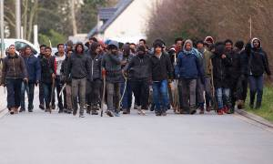 Χάος στη Ζούγκλα του Καλαί: Πυροβολισμοί και μάχες σώμα μεταξύ μεταναστών (ΠΡΟΣΟΧΗ! ΣΚΛΗΡΕΣ ΕΙΚΟΝΕΣ)